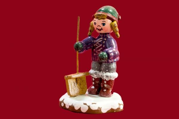 Winterkind Schneefeger
