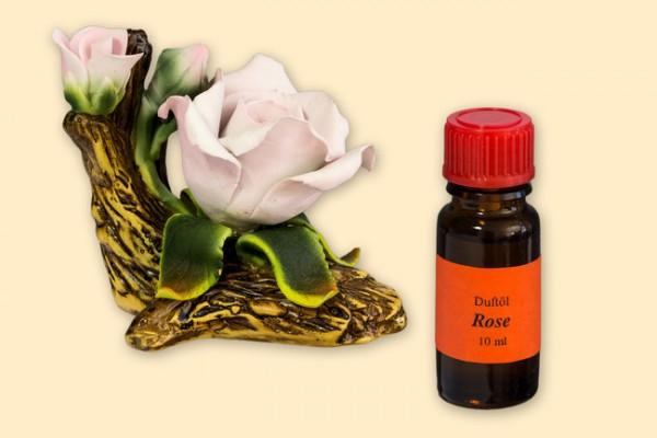 Porzellan Blume, weiß-rosane Blüte mit einer Flasche Duftöl