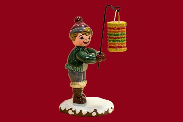 Winterkind Junge mit rundem Lampion