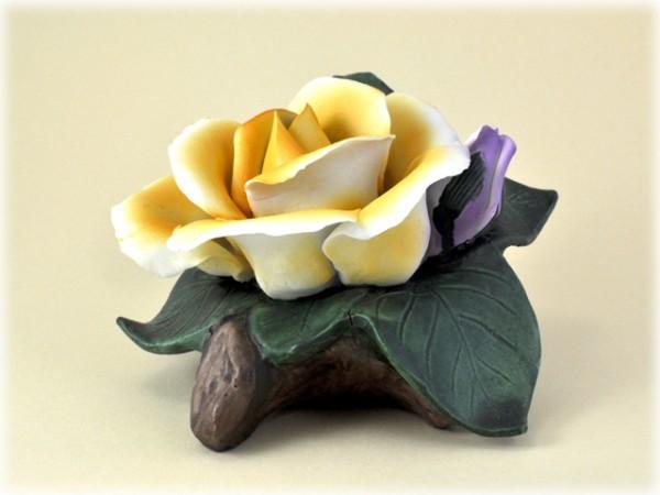 Porzellan Blume mit gelber Blüte