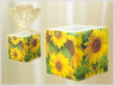 Würfelkerze mit Serviettentechnik Motiv Sonnenblumen