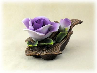 Porzellan Blume mit lilaner Blüte