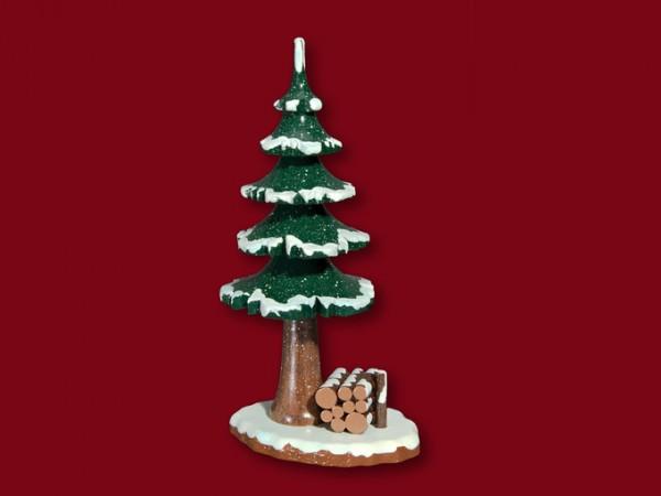 Winterbaum mit Holzstapel