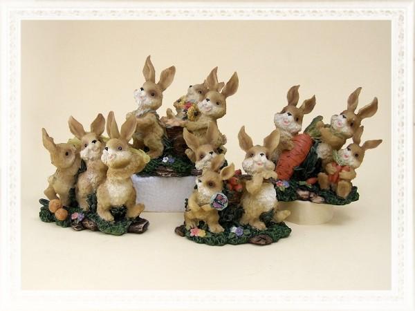 Spielende Hasenkinder als Dekoration für Frühling und Ostern