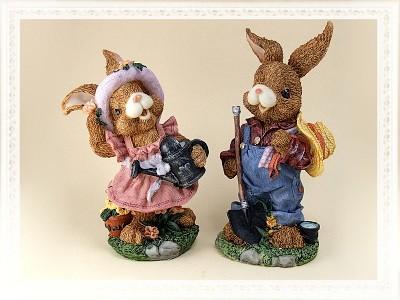 Hasenmann und Hasenfrau als Gärtner groß