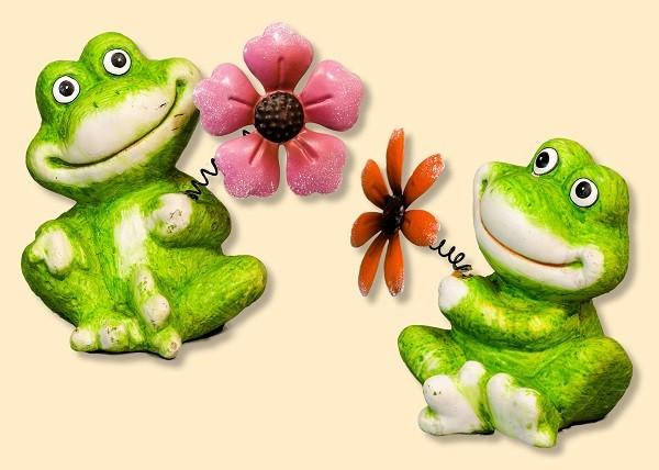 Frosch sitzend mit Blume 16cm, Stückpreis