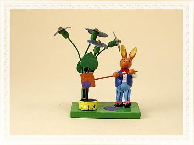 Osterszene Hase mit Farbtopf aus Holz