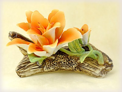 Porzellan Blume mit oranger Blüte